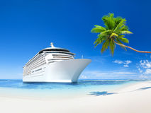 Eigentijdse Reusachtige Cruise en de Mooie Zomer Stock Foto's