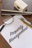 Eigentumsmanagement geschrieben auf Papier Stockbilder