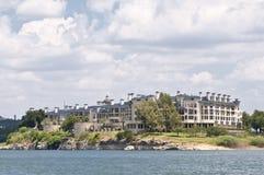 Eigentumswohnungen auf einem See in Texas Stockfoto