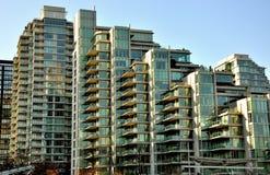 Eigentumswohnungen im Kohle-Hafen, Vancouver Stockbild