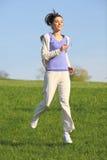 Eignung-Mädchen, das in den Park läuft Lizenzfreie Stockfotos