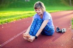 Eignung, Sport, Trainieren und gesundes Lebensstilkonzept - Junge lizenzfreie stockfotos