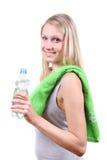 Eignungfrau mit Wasserflasche in den Händen Stockbild