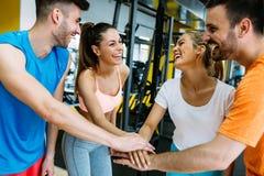 Eignungs-, Sport-, Trainings-, Turnhallen-, Erfolgs- und Lebensstilkonzept Lizenzfreie Stockbilder