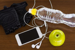 Eignungsausrüstung und gesunde Nahrung stockfotos