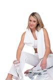Eignungserie - blonde Frau mit Gewichten Stockbilder