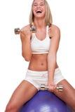 Eignungserie - blonde Frau mit Gewichten Stockfotos