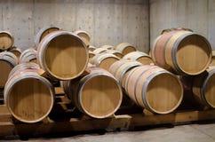 Eiken het Verouderen Zaal in een Wijnmakerij Stock Foto