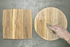 Eiken houtdeklaag met borstel Stock Afbeeldingen