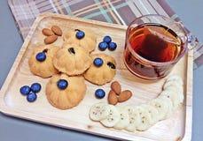 Eikuchen mit Tee Stockfotografie