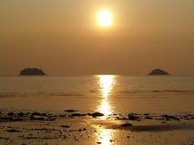 Eiland in de zon Stock Foto's