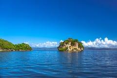 Eiland dichtbij de Samana-kust, Dominicaanse republiek Stock Foto