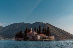 Eiland dichtbij het dorp van Perast Montenegro royalty-vrije stock fotografie