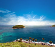 Eiland en blauwe hemel van de zomerdag Phuket, Thailand Royalty-vrije Stock Afbeelding