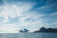 Eiland en wolk Stock Foto's