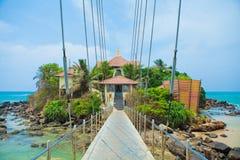Eiland met de boeddhistische tempel van Parey Duwa in Matara, Sri Lanka Royalty-vrije Stock Afbeeldingen