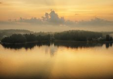 Eiland Mistige ochtend Royalty-vrije Stock Afbeelding