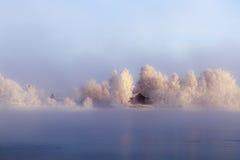 Eiland op de Angara-Rivier in het centrum van Irkoetsk in de winter Stock Afbeelding