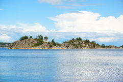 Eiland op de fjord, Noorwegen Stock Afbeeldingen