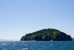 Eiland op het meer van Baikal Stock Foto