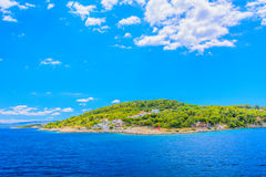 Eiland Solta tijdens zonnige de zomerdag Stock Afbeelding
