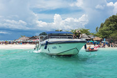 Eiland, strand, Maya baai, Phuket, Thailand Het beroemde strand in Thailand Stock Afbeeldingen