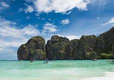Eiland, strand, Maya baai, Phuket, Thailand Het beroemde strand in Thailand Stock Foto
