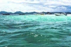 Eiland, strand, Maya baai, Phuket, Thailand Het beroemde strand in Thailand Royalty-vrije Stock Foto