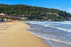 Eiland van Elba - het strand van La Biodola Stock Foto