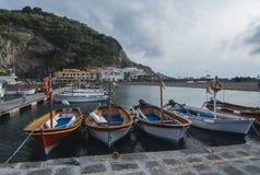 Eiland van Ischia - Haven van heilige Angelo - Italië Stock Foto's