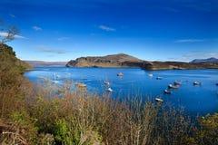 Eiland van Skye - de baai dichtbij Portree-stad Stock Foto's