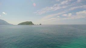Eiland van St Nicolas montenegro stock videobeelden