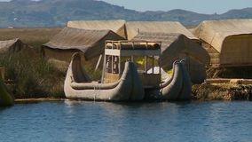 Eiland van uros, meer Titicaca, Peru stock footage