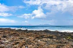 Eilanden van de Chinijo-archipel van de kusten die van Lanzarote wordt gezien stock afbeelding