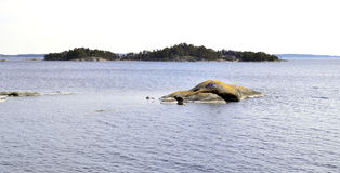 Eilandje en eilanden in de archipel van Stockholm Stock Foto