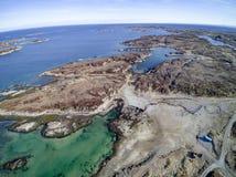 Eilandketting in de luchtmening van Noorwegen, hommelmening Stock Foto