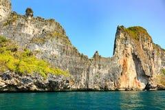 Eilandreis in krabioverzees Thailand stock afbeeldingen