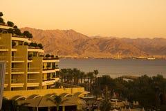 Eilat och Aqaba på solnedgången Arkivbild