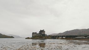 Eilean donan城堡多云天-斯凯岛小岛,苏格兰,英国 股票视频