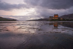 Eilean Donan на заходе солнца Стоковое Изображение