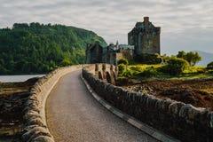 Eilean Donan Castle aufgestellt nahe Insel von Skye, Schottland, Großbritannien stockbilder