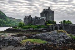 Eilean Donan Castle aufgestellt nahe Insel von Skye, Schottland, Großbritannien stockfotos