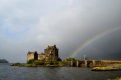 Eilean Donan Castle con un arcobaleno Fotografia Stock Libera da Diritti