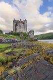 Eilean Donan Castle a Dornie su Kyle di Lochalsh nei wi della Scozia Fotografia Stock Libera da Diritti
