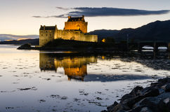Eilean Donan castle at dusk Royalty Free Stock Photos