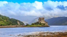 Eilean Donan Castle, el castillo del siglo XIII Escocia, fotografía de archivo