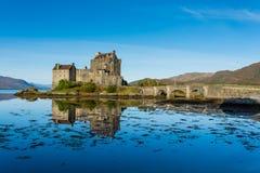 Eilean Donan Castle i högland, Skottland i höstsäsong Royaltyfri Foto