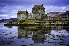 Eilean Donan Castle. Is a majestic, yet small, structure set in a picturesque landscape on the tiny island of Eilean Donan near the small village of Dornie, en Stock Image