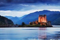 Eilean Donan Castle Panorama Reflexion auf Lochalsh Dornie, Hochl?nder, Schottland Insel von skye Der meiste popul?re Bestimmungs stockbild