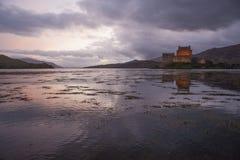Eilean Donan på solnedgången Fotografering för Bildbyråer